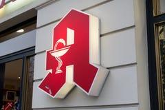 Apotheke,药房商店签到德语 图库摄影