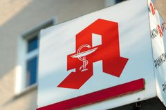 Apotheke, σημάδι καταστημάτων φαρμακείων στα γερμανικά Στοκ φωτογραφίες με δικαίωμα ελεύθερης χρήσης