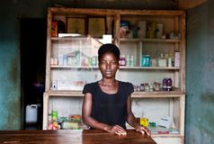 Apotheke στο einem Dorf στην Ουγκάντα στοκ φωτογραφία με δικαίωμα ελεύθερης χρήσης