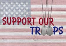 Apoye nuestra frase de las tropas con las placas de identificación Fotografía de archivo