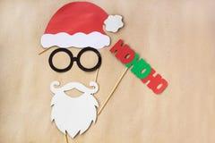 Apoyos coloridos de la cabina de la foto para la fiesta de Navidad - bigote, Papá Noel, vidrios, sombrero Fotografía de archivo libre de regalías