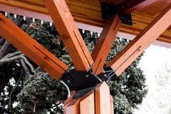 Apoyos de madera a los ángulos foto de archivo