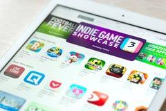 App存放与比赛汇集在苹果计算机iPad空气 免版税库存图片