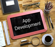 App ανάπτυξη στο μικρό πίνακα κιμωλίας τρισδιάστατος Στοκ φωτογραφία με δικαίωμα ελεύθερης χρήσης