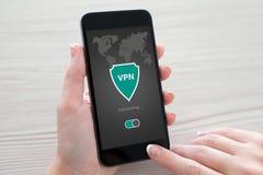 App εκμετάλλευσης γυναικών τηλεφωνικό vpn protecti πρωτοκόλλων Διαδικτύου δημιουργιών Στοκ Εικόνες