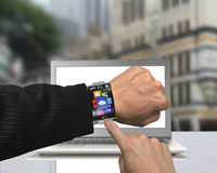 App σημείου δάχτυλων επιχειρηματιών εικονίδια του smartwatch με την κλίση διά Στοκ εικόνες με δικαίωμα ελεύθερης χρήσης