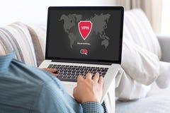 App σημειωματάριων εκμετάλλευσης ατόμων vpn τα πρωτόκολλα Διαδικτύου δημιουργιών προστατεύουν Στοκ φωτογραφία με δικαίωμα ελεύθερης χρήσης