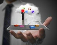 App blokkeert slimme tablet met wolk en zakenman het beklimmen ladd Stock Afbeelding