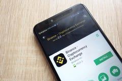 App da troca de Binance - de Cryptocurrency no Web site do Google Play Store indicado no smartphone 2018 de Huawei Y6 fotografia de stock royalty free