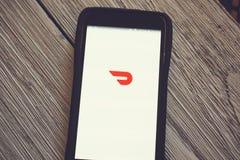 App de DoorDash em um telefone celular imagem de stock royalty free
