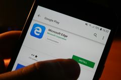 App del logotipo de Internet Explorer en la pantalla del teléfono de Samsung fotografía de archivo