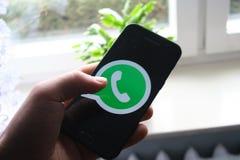 App del logotipo de Whatsapp en la pantalla del teléfono de Samsung imagenes de archivo