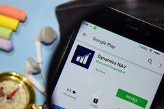 App del revelador de NAV de la dinámica con magnificar en la pantalla de Smartphone fotografía de archivo libre de regalías