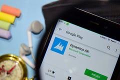 App del revelador del HACHA de la dinámica con magnificar en la pantalla de Smartphone imágenes de archivo libres de regalías