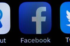 App di Facebook su IPhone immagini stock libere da diritti