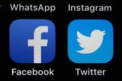 App di Twitter e di Facebook su IPhone fotografia stock libera da diritti