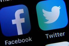 App di Twitter e di Facebook su IPhone fotografia stock