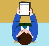 App em uma tabuleta nas mãos dos homens Imagem de Stock