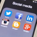 App Facebook εικονίδιο στην οθόνη iphone της Apple Στοκ Εικόνες