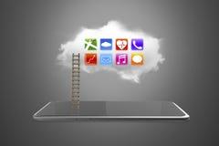 APP-Ikonen auf weißer Wolke mit intelligenter Tablette und Leiter Stockbild
