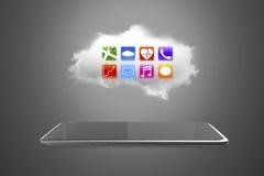 App pictogrammen op witte wolk met slimme tablet Stock Afbeeldingen