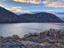 Appalachians över Hudson River arkivbild