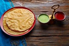 Appalam o clavito y salsas de Papadam Imagen de archivo