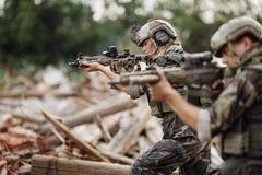 Appaltatore militare privato durante l'operazione speciale fotografie stock libere da diritti