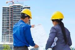 Appaltatori e progetti di costruzione Fotografie Stock Libere da Diritti