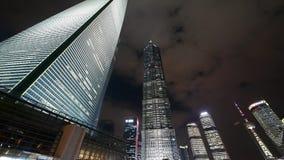 Appanni il grattacielo & la perla-torre volanti di huanqiu di Schang-Hai alla notte archivi video