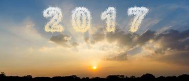 Appanni la forma il numero 2017 ed il bello cielo del tramonto Fotografie Stock