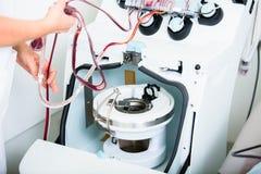 Apparaat om bloed tijdens bloeddonaties te controleren Stock Foto
