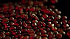 Apparaat voor koffiebonen het roosteren Rood licht stock video