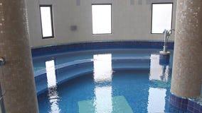 Apparaat voor watervalstraal en pijlers Stock Foto