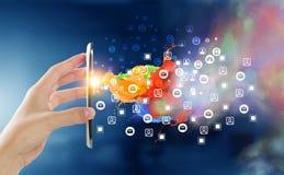 Apparaten die mensen verbinden Gemengde media Royalty-vrije Stock Afbeelding