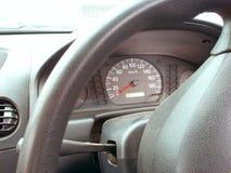 Apparater ett hjul och en speedometer royaltyfri foto