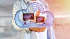 Apparater gillar smartphonen, minnestavlan eller datoren som visas i ett moln Royaltyfria Bilder