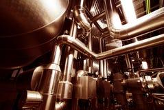 Apparatuur, kabels en het door buizen leiden binnenfabriek Royalty-vrije Stock Foto