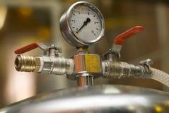 Apparatuur van een brouwerij. stock afbeeldingen