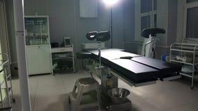 Apparecchi medici moderni del tavolo operatorio, carrello della sala operatoria Immagini Stock Libere da Diritti