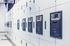 Apparecchiatura elettrica di comando elettrica, pannello elettrico industriale del commutatore immagine stock libera da diritti