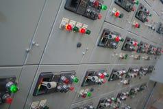 Apparecchiatura elettrica di comando elettrica, pannello elettrico industriale del commutatore della centrale elettrica immagini stock