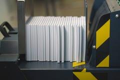 Apparecchiature di stampa professionali per la pressatura delle pile di carta immagini stock