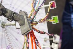 appareil électronique et homme Photographie stock libre de droits