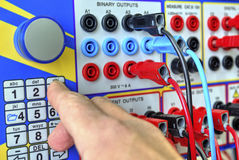 Appareil électronique moderne pour l'essai de protection de relais Photographie stock