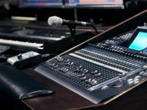 Appareil d'enregistrement de musique dans le studio d'enregistrement sonore photographie stock