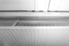 Appareil de chauffage européen moderne en noir et blanc Image stock