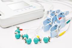 Appareil ou dispositif l'unité de la mesure de l'électrocardiogramme dans un bureau du ` s de docteur Photographie stock libre de droits