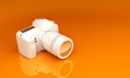 Appareil-photo blanc sur un fond orange Images stock