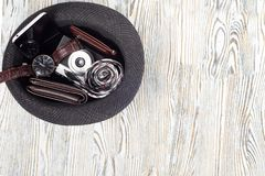 Appareil-photo classique de bourse de lien de montre de smartphone de chaussures du ` s d'hommes de style Image stock